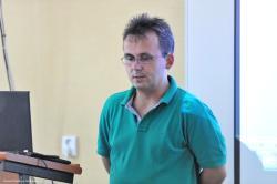 Jozef.Bednar.prednasa.o.PR.jpg - Letný žurnalistický seminár 2011